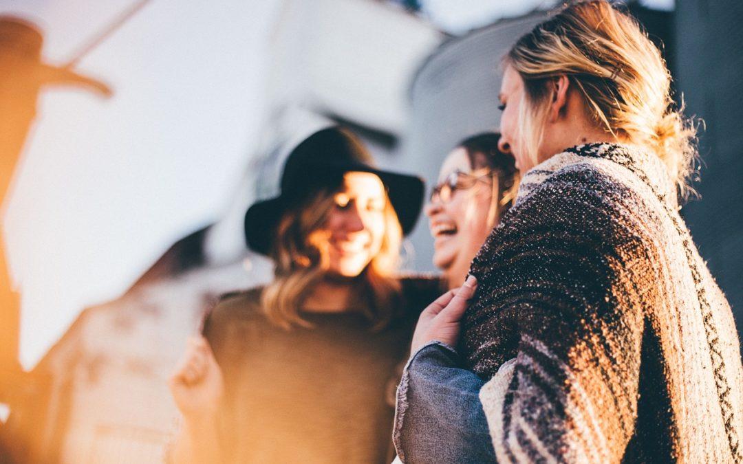 Friend Theory leva a hospedagem a zero custo